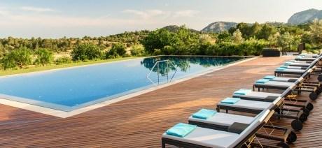 17MA-CastellSonClaret-Pool-1600x670