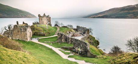 18UK-Urquhart_Castle_Loch_Ness-commons-1600x670