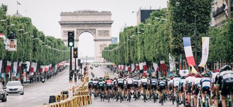 peloton racing on the Champs-Elysées104th Tour de France 2017 Stage 21 - Montgeron › Paris (105km)