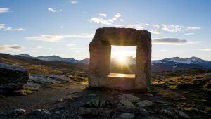 Norway-tourism-sculpture