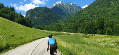 20CLA_solo_rider_climb_1600x670