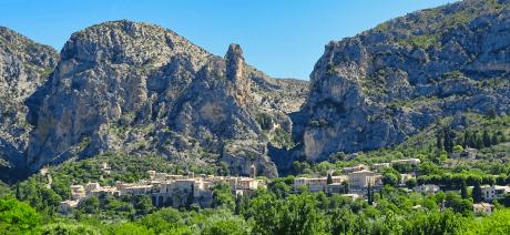 22PRL-Provence_Lux_Moustiers-Sainte-Marie-_CANVA-1600X670 EDIT(2)