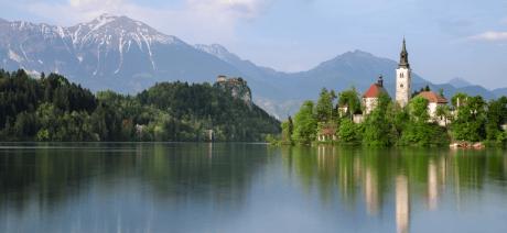22SL-Slovenia-LakeBled2-CANVA-1600X670